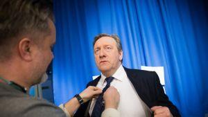 Neil Dudgeon eli Midsomerin murhien ylikomisario John Barnaby vieraili myös Yleisradion studiolla.