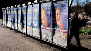 Vaalijulisteita Roomassa.