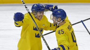 Ruotsi juhlii Suomea vastaan.