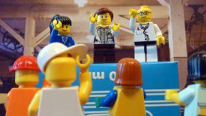 Lego ukot joukkiona.