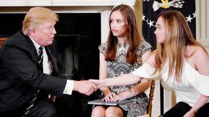Donald Trump tapaa Marjory Stoneman Douglas -koulun oppilaita Valkoisessa talossa.