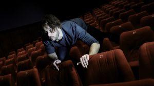 Fyysinen teatteri on rakas taidemuoto Elmer Bäckille.