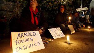 Mielenosoittajat vastustavat kuolemantuomiota  San Quentinin vankilan edustalla Los Angelesissa vuonna 2005.