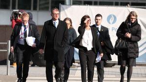Pääministeri Juha Sipilä saapumassa EU-johtajien epäviralliseen huippukokoukseen Brysselissä.