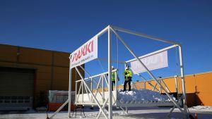 Murtomaahiihtoradan prototyyppi esiteltiin Ruukin Peräseinäjoen tehtaalla 28.2.2018.