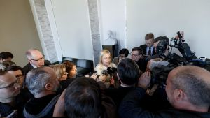 Kokoomuksen kansanedustaja Elina Lepomäki puhuu medialle ajankohtaisista hallituspolitiikkaa ja kokoomusta koskevista asioista eduskunnassa 28. helmikuuta.