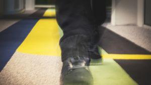 Liikkeestä epäterävät kengät