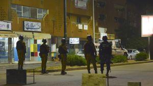 Burkina Fason turvallisuusjoukkoja viime elokuisen ravintolaiskun jälkeen Ouagadougoun keskustassa.