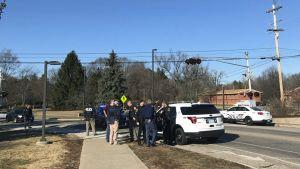 Poliiseja Central Michigan Universityn läheisyydessä.