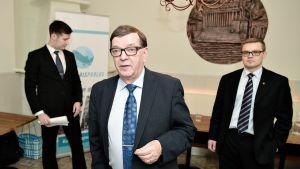 Kansalaispuolueen varapuheenjohtaja Sami Kilpeläinen (oik.), puolueen puheenjohtaja Paavo Väyrynen ja hallituksen jäsen Sakari Linden (vas.) Helsingissä 20. tammikuuta 2017.