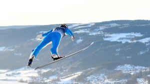 Yhdysvaltojen Jasper Good hyppää Lillehammerissa.