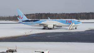 Tui:n lentokone lentokentällä