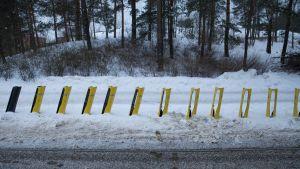 Vasta asennettuja kaupunkipyörätelineitä Helsingissä.