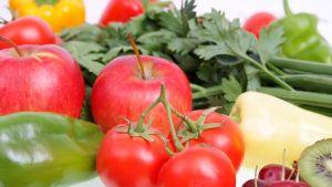 Vihanneksia ja juureksia.