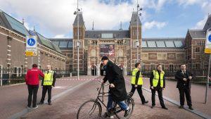 Hollannin kansallismuseo (Rijksmuseum) evakuoitiin sähkökatkon takia.