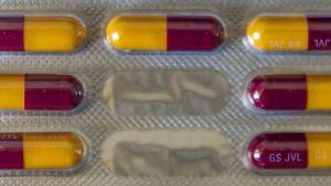 Antibioottikapseleita folioliuskassa.
