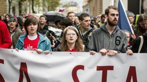 Karolina Farska marssii mielenosoituksessa Bratislavassa.