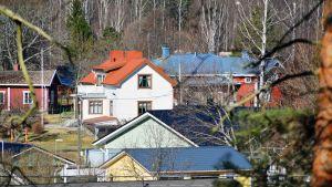 Omakotitaloalue Loviisassa.