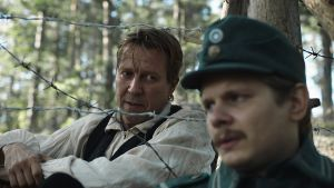 Kohtaus Suomen hauskin mies -elokuvasta.