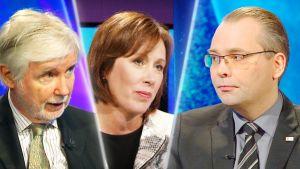 SDP:n kansanedustajat Erkki Tuomioja ja Sirpa Paatero sekä puolustusministeri Jussi Niinistö.