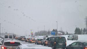Liikenne ruuhkautui tänän aamuina pahoin muun muassa Keimolan kohdalla Hämeenlinnanväylällä.