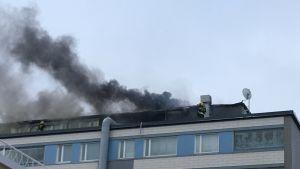 Kerrostalossa on tulipalo Tampereella.