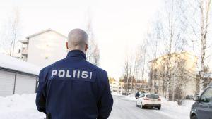 Poliisi tutkii henkirikosta Tampereen Tesomalla.