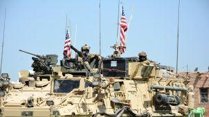 Amerikkalainen panssaroitu ajoneuvo Syyriassa.