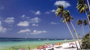 Turistit ottavat aurinkoa Boracayssa.