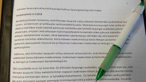 Kuntalaisaloitteen tekstiä, kynä paperin päällä