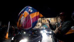 AS Roman kannattajat juhlivat Rooman kaduilla.