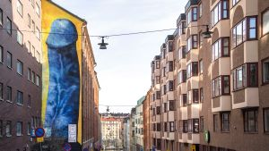 Carolina Falkholtin sininen penisgraffiti Tukholmassa.