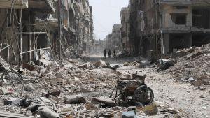 Katunäkymä tuhoutuneesta Zamalkan alueesta Syyriassa.