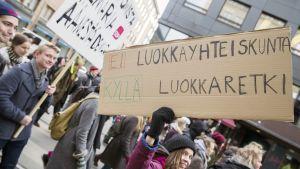 Opiskelijoiden mielenosoitus Helsingissä.