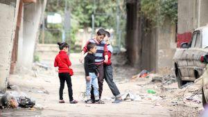 Palestiinalaislapset leikkivät Jarmukin leirissä huhtikuussa 2015.