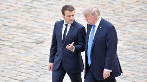 Ranskan presidentti Emmanuel Macron ja Yhdysvaltain presidentti Donald Trump kuvattuna Trumpin valtiovierailun aikana Pariisissa 13. heinäkuuta 2017.