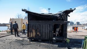 Palaneen Sompa -saunan rauniota puretaan