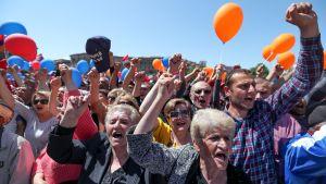 Armenialaiset osoittavat mieltään oppositiota tukevassa mielenilmauksessa.