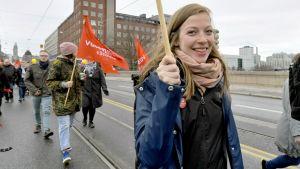 Vasemmistoliiton puheenjohtaja Li Andersson osallistui Helsingin työväen ja vasemmiston vappukulkueeseen Helsingissä vapunpäivänä.