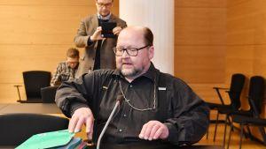 Isä Mitro Repo Helsingin käräjäoikeudessa