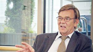 Tekesin pääjohtajana vuosina 2000 - 2012 toiminut Veli-Pekka Saarnivaara.