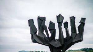 Muistopatsas Mauthausenin entisellä keskitysleirillä.