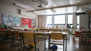 Luokkahuone Konalan alakoulussa