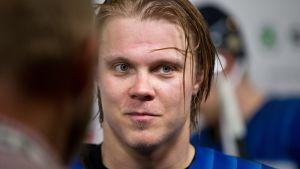 Mikael Granlund lähikuvassa.