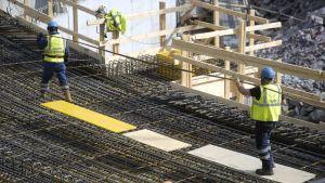 Rakennustyöntekijöitä