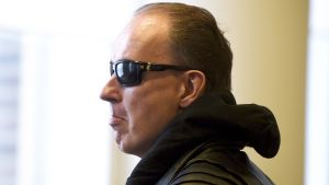 Sarjakuristajana tunnettu Michael Penttilä Helsingin hovioikeudessa 13. maaliskuuta.