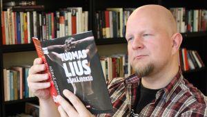 Liperiläinen kirjailija Tuomas Lius.