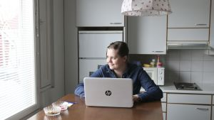 Johanna Pihlajamaan 38 neliön yksiössä on tupakeittiö, makuualkovi ja kylpyhuone.