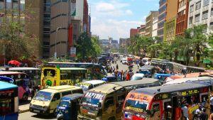 Busseja Nairobin keskustassa.