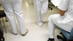 Sairaanhoitajia.